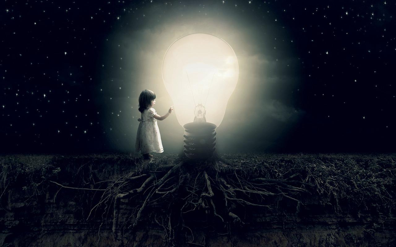 電球と小さな女の子