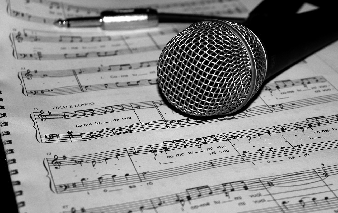 楽譜とマイク